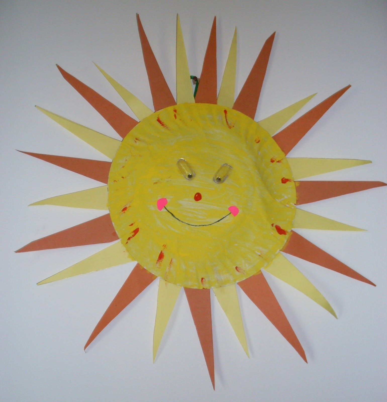 A very easy craft to do with kids during summer break. This Vibrant and Smiling Sun made out of paper plate hangs pleasing in your balcony marking the ... & Roohiu0027s Collections: Paper Plate Craft - Sparkling Sun