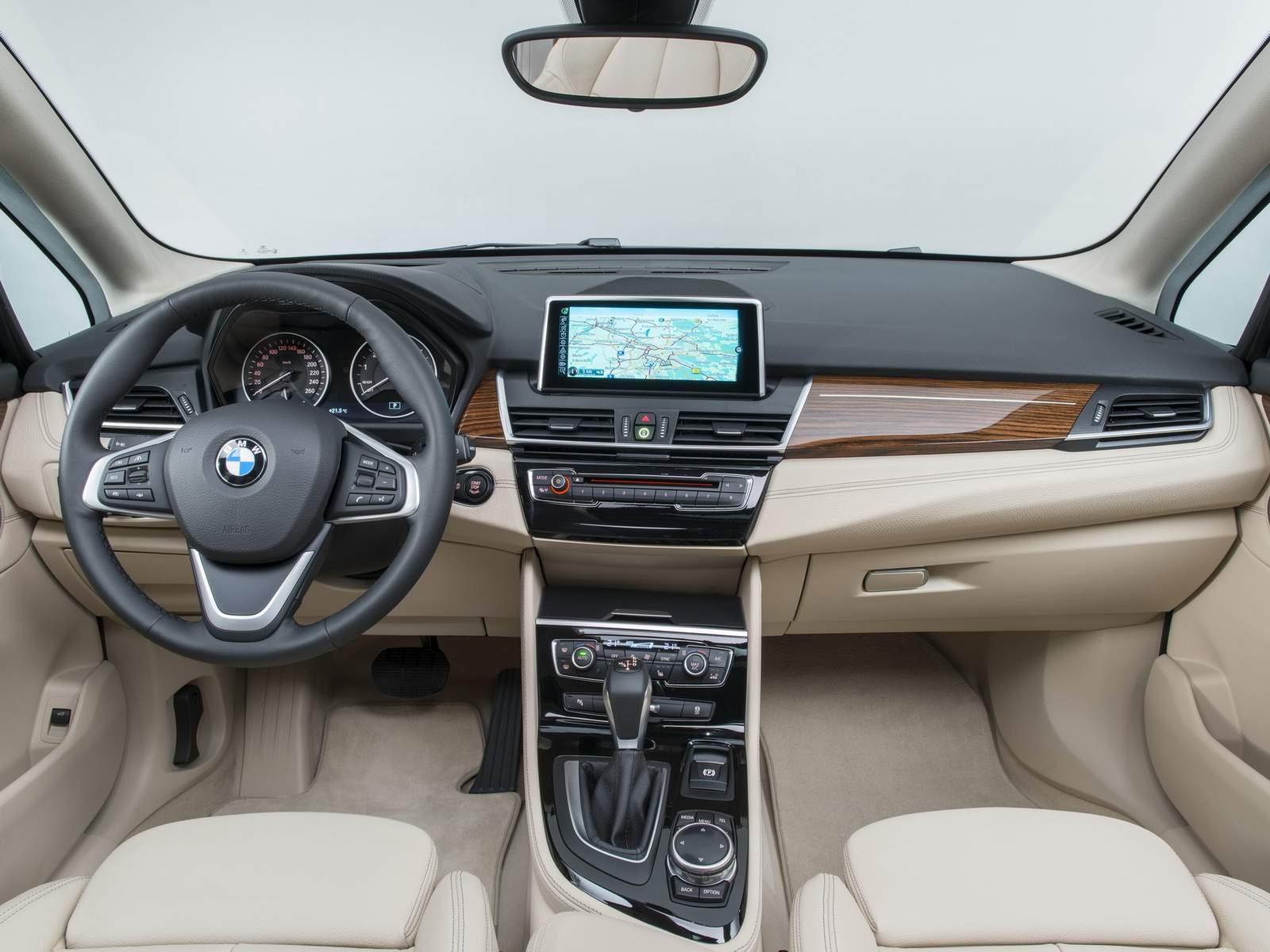 BMW 225i Active Tourer - Brasil