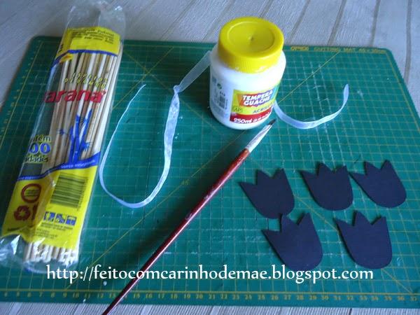 material utilizado para a produção do buquê de tulipas de papel
