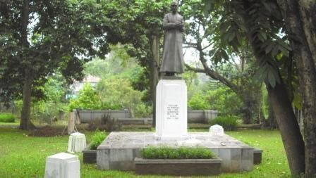 Patung H.C. Verbraak di Taman Maluku