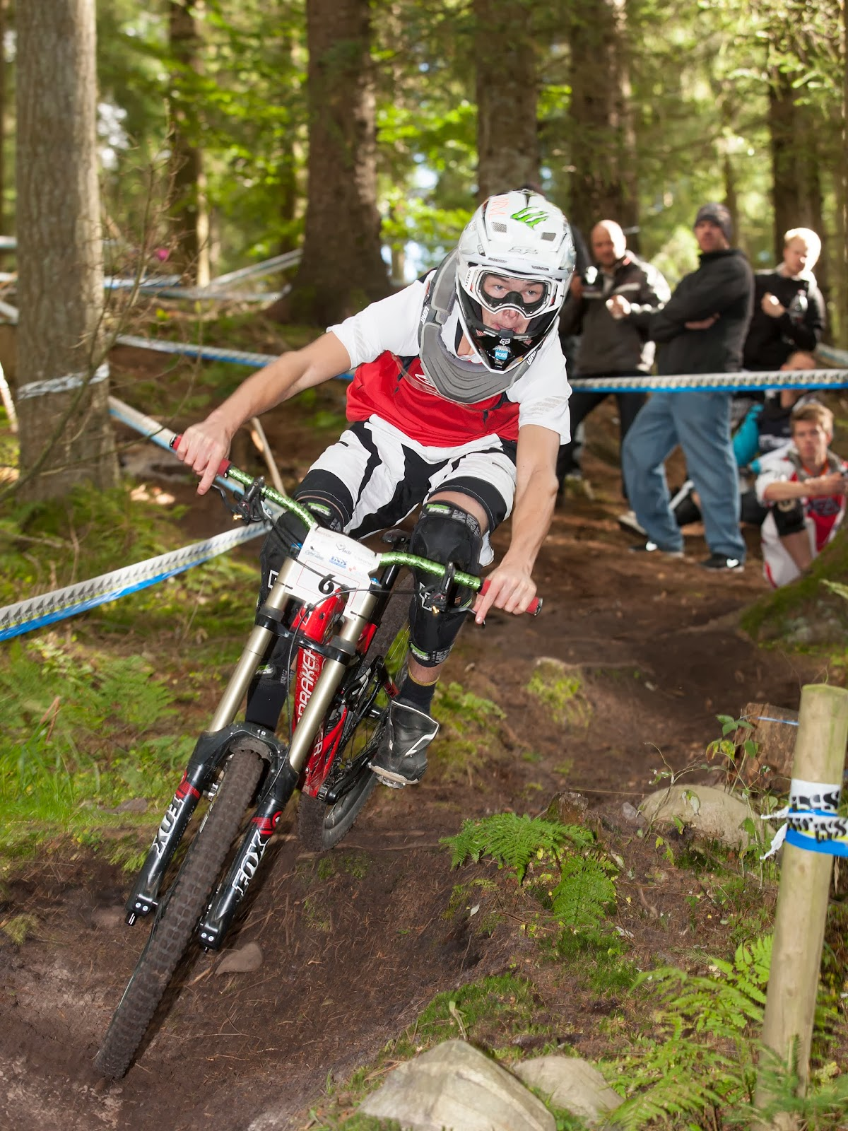 Frederik Leth riding downhill in Rold at the danish downhill cup