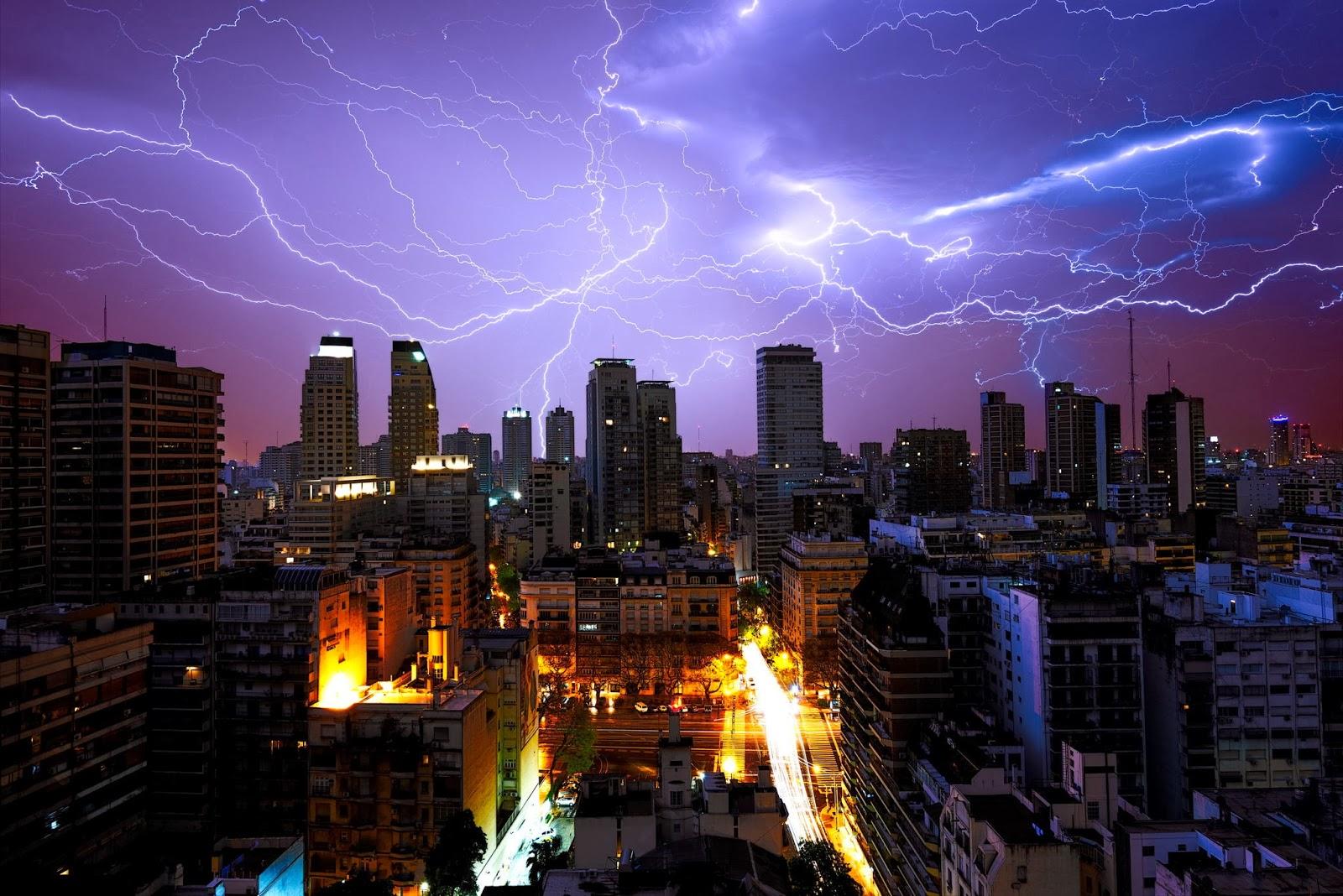 Bienvenidos al nuevo foro de apoyo a Noe #272 / 03.07.15 ~ 09.07.15 - Página 4 Gran+tormenta+electrica+sobre+Buenos+Aires+en+Argentina+....Imagen+de+Alejandro+Ferrand.