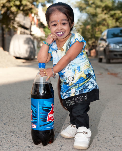 Jyoti Amge Belongs From India Stands Just A Little Taller Than Bottle Of Soda And She Is The Tiniest Women In World Only 2 Feet