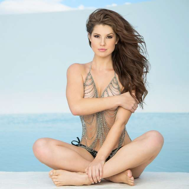 La evolución del bikini con la hermosa Amanda Cerny