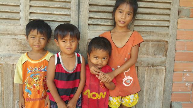 Trẻ em nghèo dân tộc Khơ me