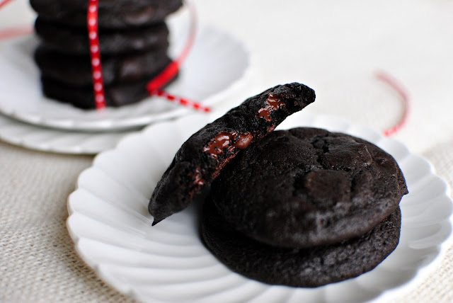 Dark Chocolate Merlot Cookies l SimplyScratch.com