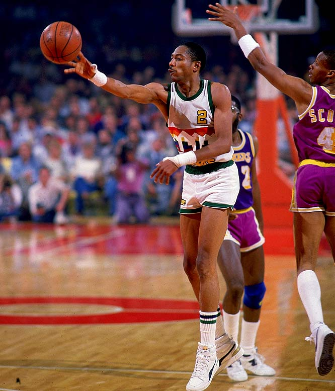 Nuggets X Lakers: GC5KQ2N Alex English #2 (NBA) (Traditional Cache) In