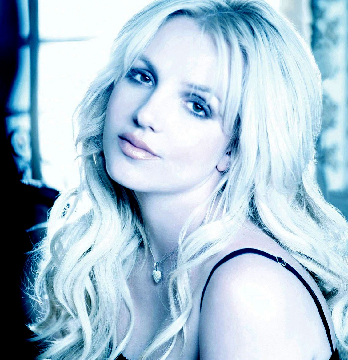 http://2.bp.blogspot.com/-FbzNgu5WLqI/Twf02RsrafI/AAAAAAAAAgU/Qxy5Kaat-Ag/s1600/Britney-Spears-2011-Wallpaper.jpg