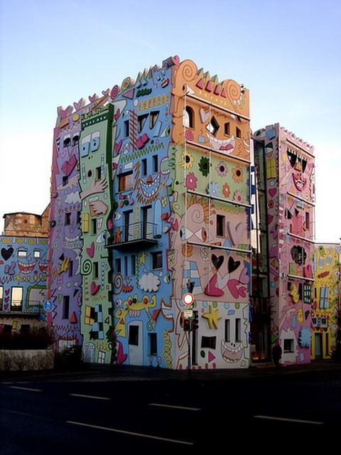 Happy Rizzi House, la casa ms feliz del mundo : Distorsion