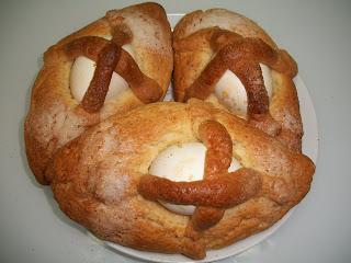 Comida de Mona: Paquetes de patatas, salchichas y huevo y de postre: Cake pops