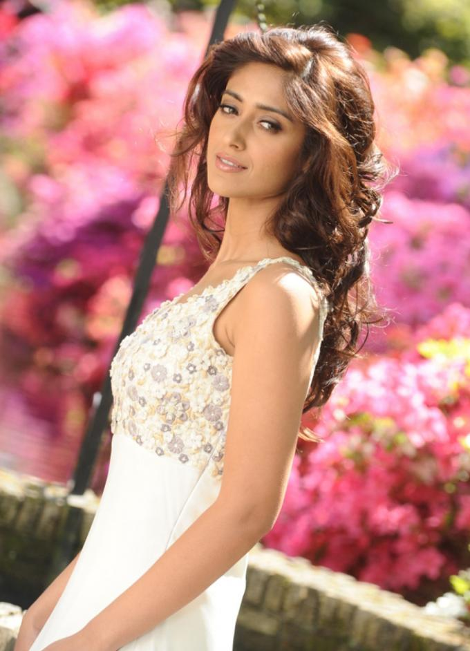 ILeana  - ILeana Stills from Nanban