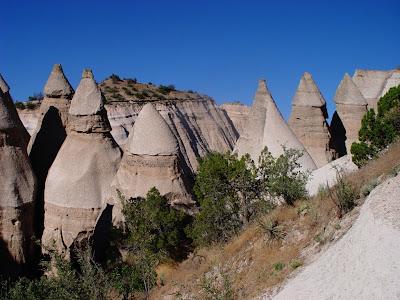 http://2.bp.blogspot.com/-FcrmFObp83I/TuoXCls1gFI/AAAAAAAAF8Q/DhMVQUBKdZA/s1600/DSC09361+Kasha-Katuwe+Tent+Rocks+National+Monument.jpg