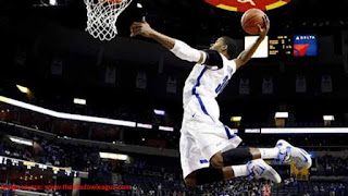 vertical jump dunk Photo