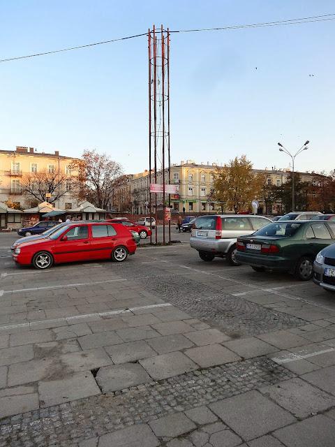 Plac Wolności to parking samochodowy