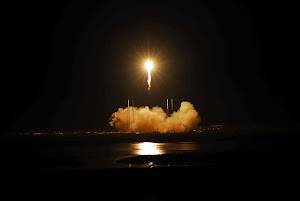 SPACEX DRAGON HEADS INTO SPACE