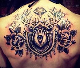 Tatuagem de cervo costas - tatuagens de animais