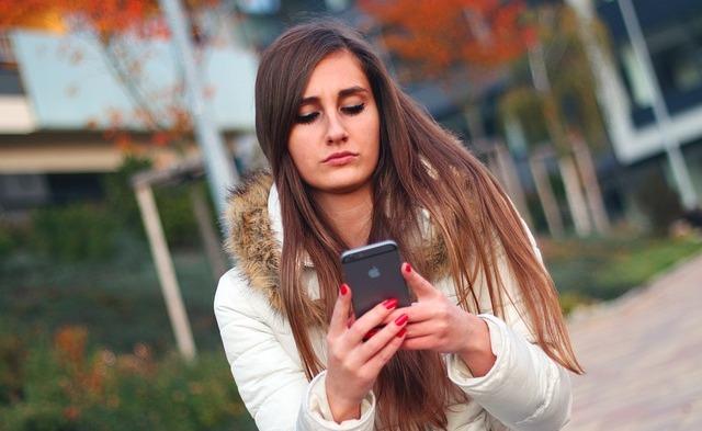 Meng-update Media Sosial dapat Menghilangkan Stres