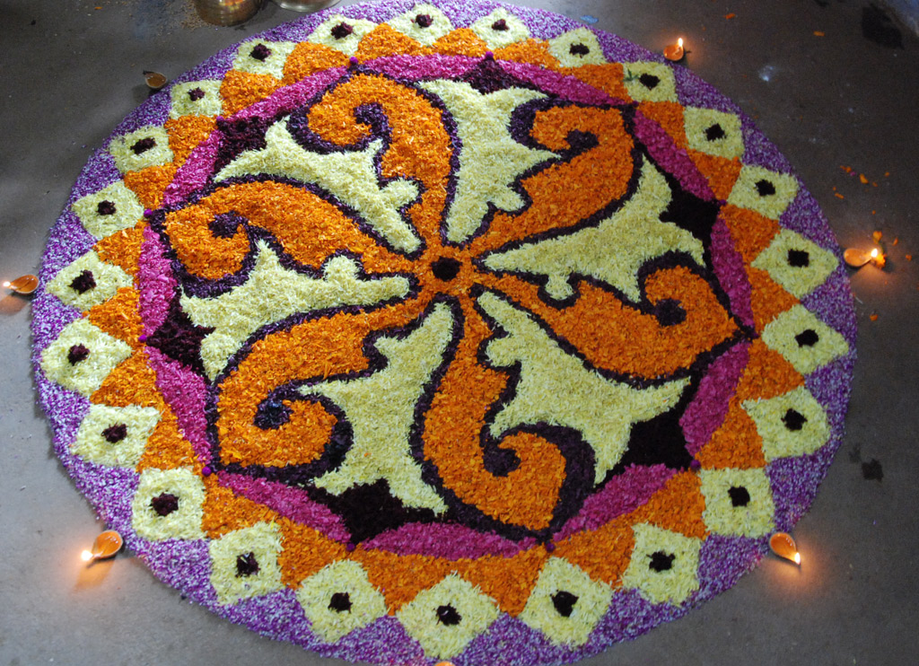 News72 diwali 2011 rangoli design photos diwali 2011 for Home rangoli designs