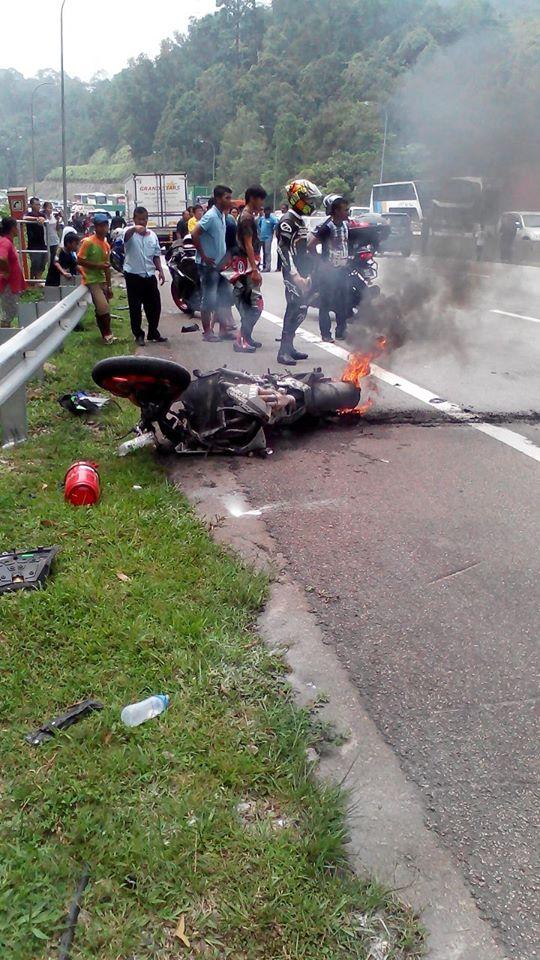 Gambar Sekitar Kejadian Kemalangan 3 Buah Superbike Di Karak