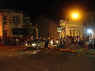Festa nas ruas de Juazeiro do Norte após eleições.