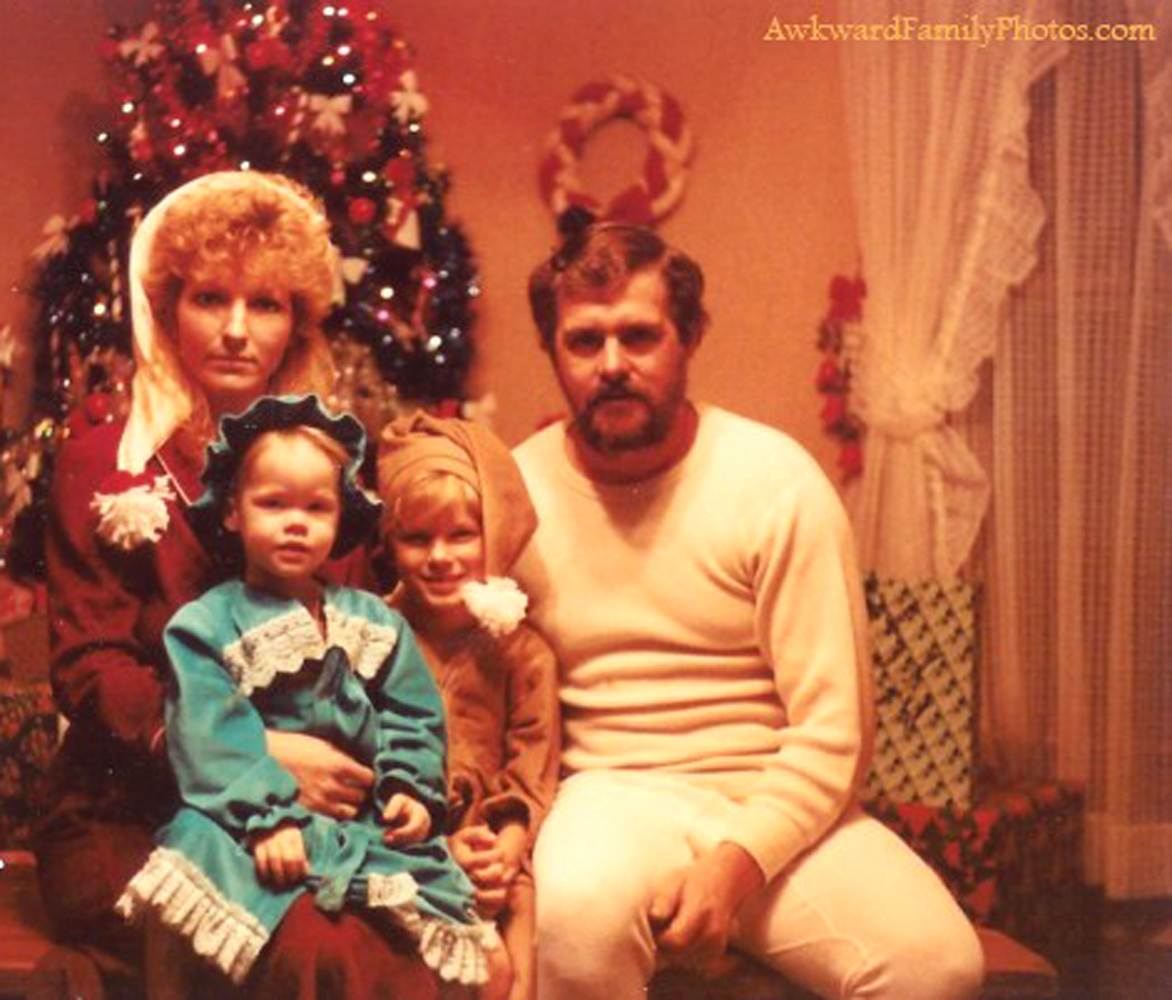 30 Most Awkward Family Christmas Pictures Ever – Omg Memes