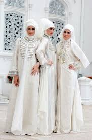 gaun pengantin muslimah ala dian pelangi