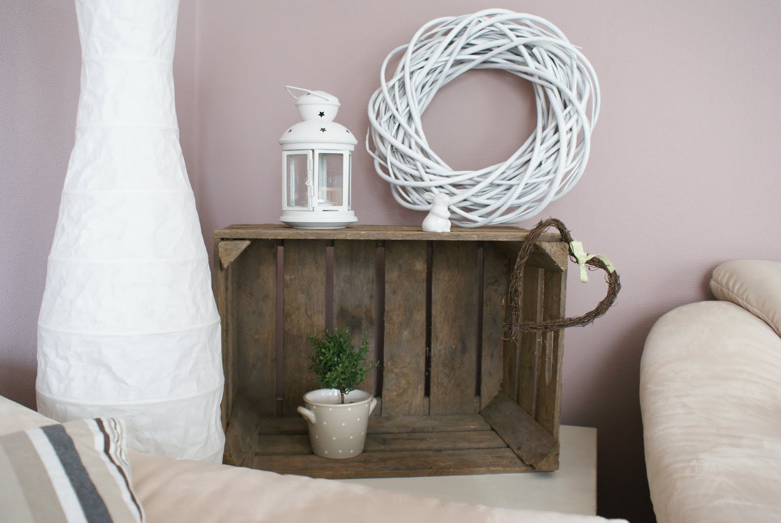ikea bertby vitrine artownit for. Black Bedroom Furniture Sets. Home Design Ideas