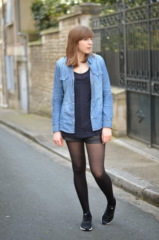 look chemise en jean, short en cuir et baskets nike air max thea