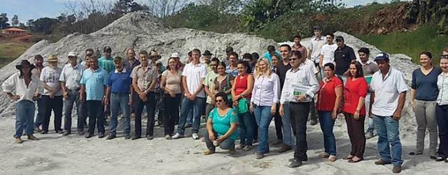 Nova Tebas: Prefeitura entrega calcário para produtores rurais