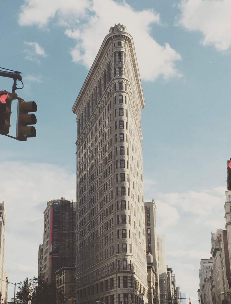 The style stash is a fashion blog and beauty blog giving for New york landmarks