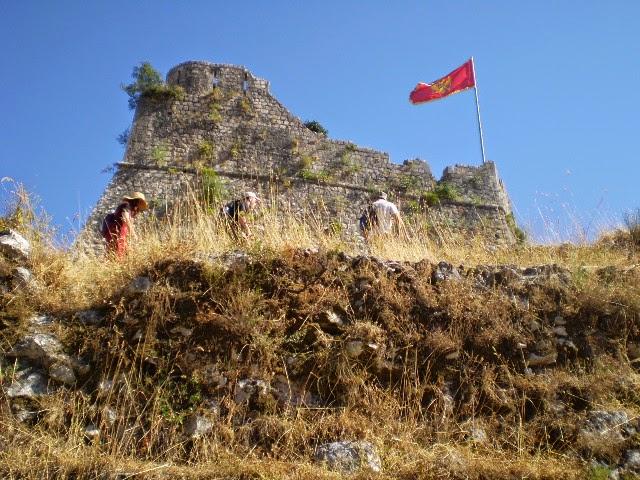 Флаг-Черногории-на-Которе