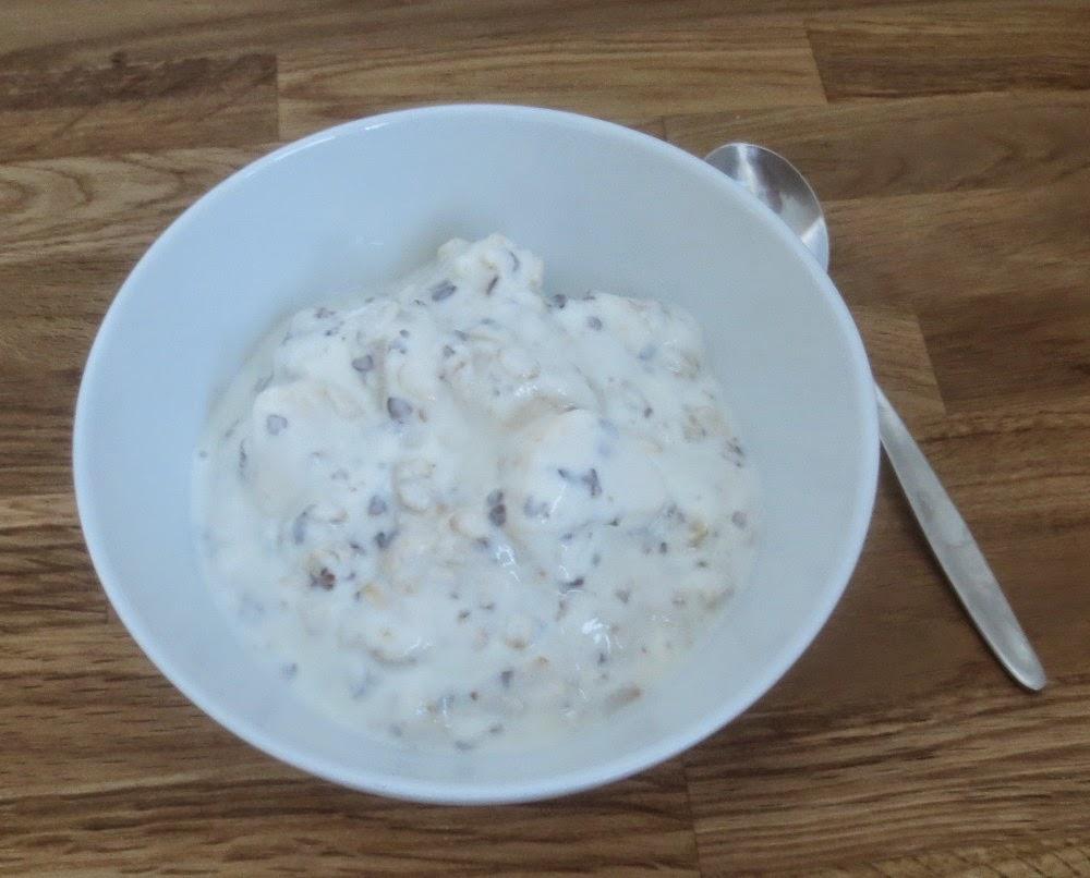 Joghurt mit Haferflocken, Leinsamen und Banane