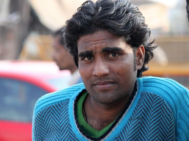 печальный индус - водитель рикши