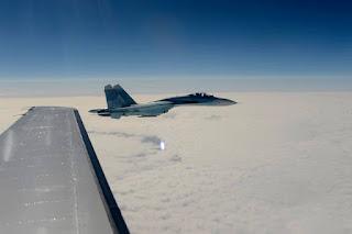 pencegatan jet tempur Sukhoi Su-27 Rusia