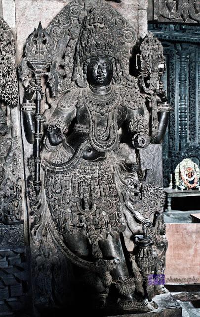 Dwarapalaka on the left side of the Hoysaleshwara shrine