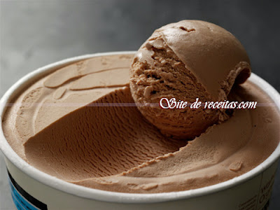 Sorvete de chocolate delicioso