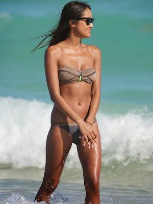 Cassandra Dawn wears brown Bikini in Miami Beach