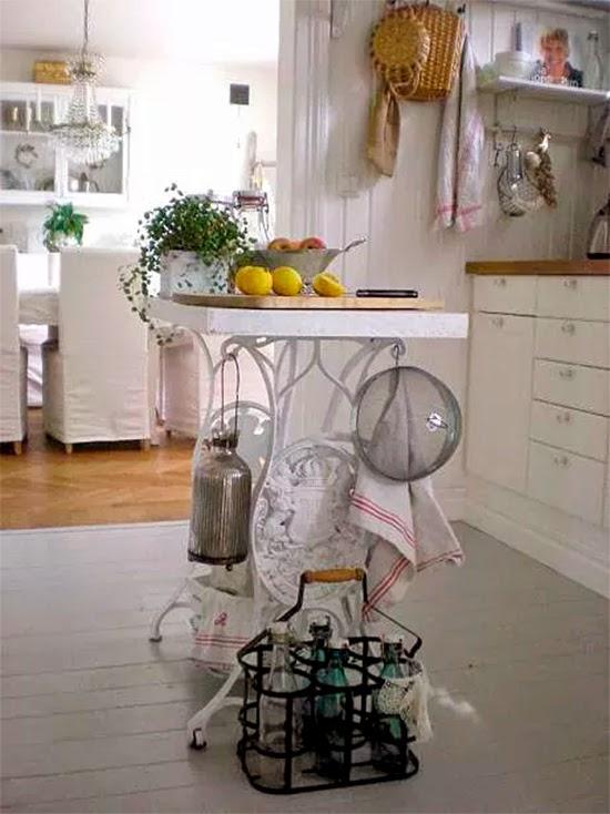 Máquina de costura como ilha de cozinha