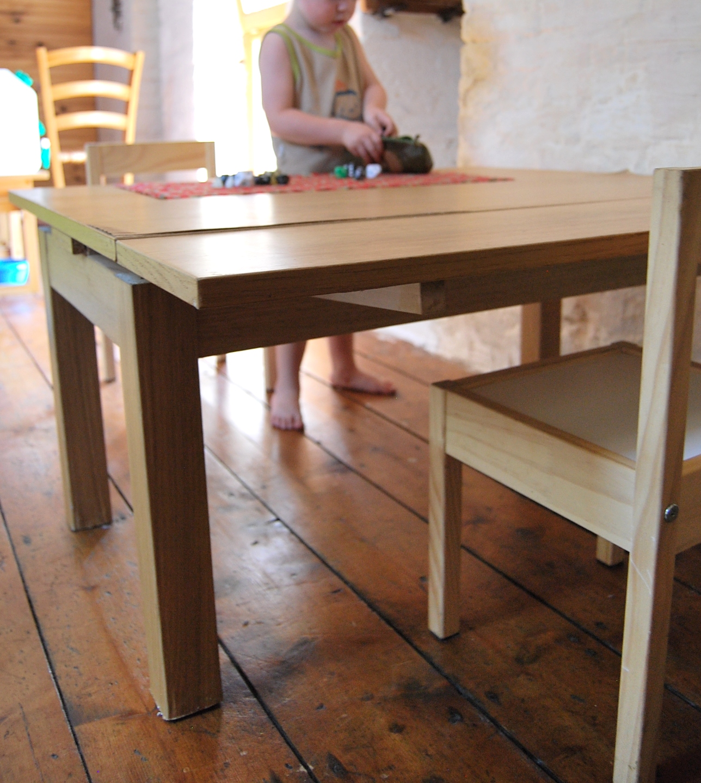 Merci qui merci montessori une table de travail for Table etroite a rallonge