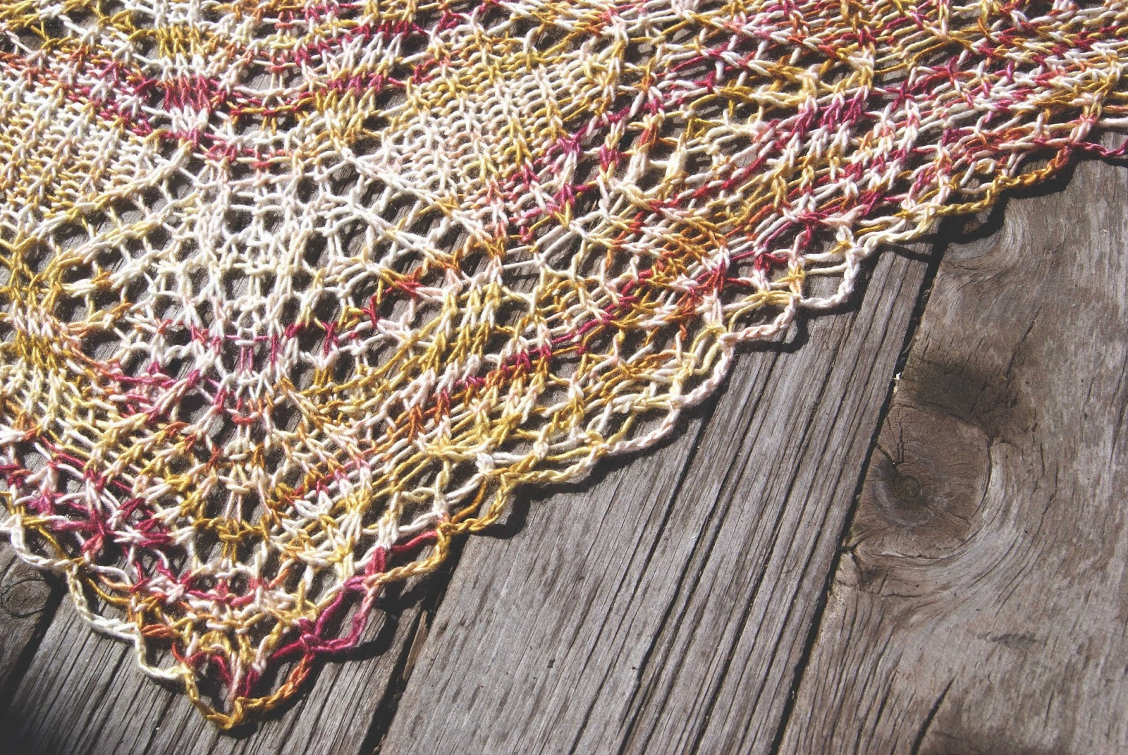 châle algiers tricoté en minimaiden couleur peach blossom