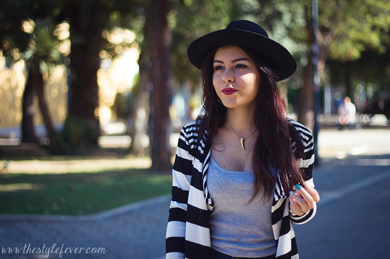 Cardigan a righe bianco e nero, cappello fedora, outfit autunnali, fashion blogger Bari, Mina Masotina