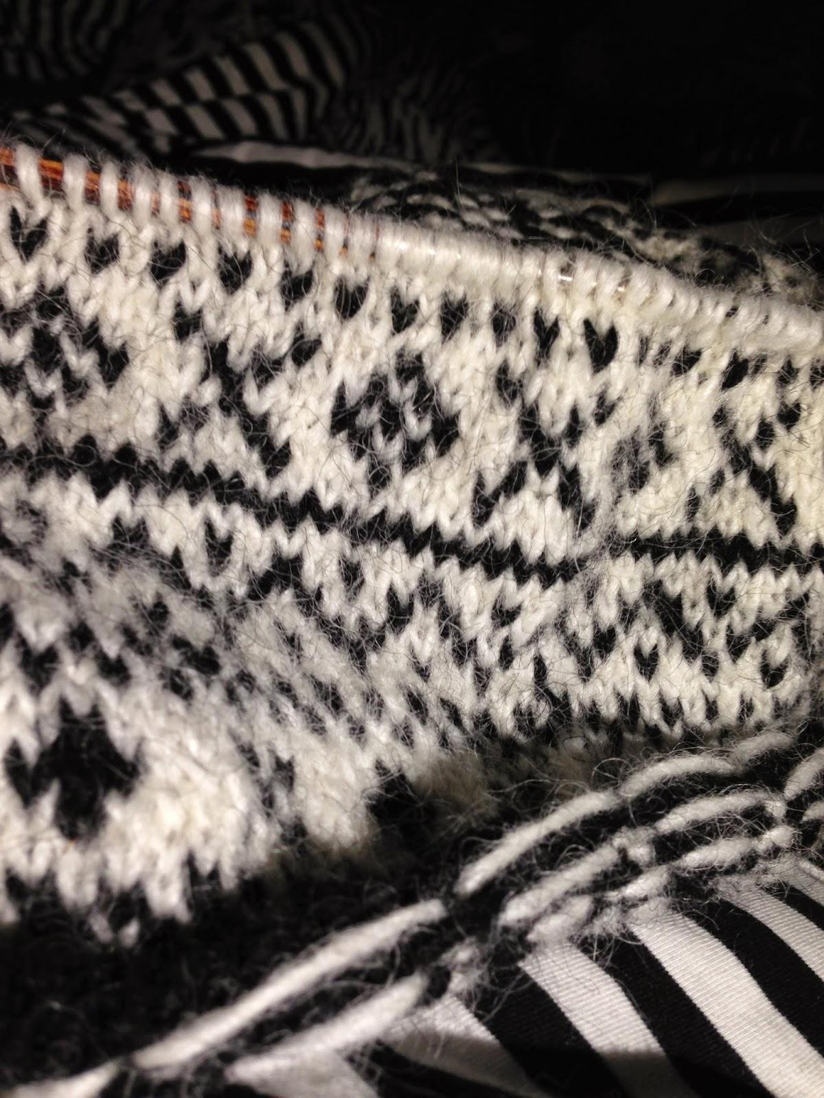 stricken, Islandwolle, schwarz/weiß