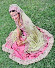 Συγκρίνατε: Νύφη στο Πακιστάν (αλλόθρησκη), και νύφη στην Ελλάδα (ορθόδοξη χριστιανή).