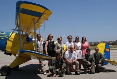 Grup amb membres família Royo i pilots de l'Aeroclub i FPAC.