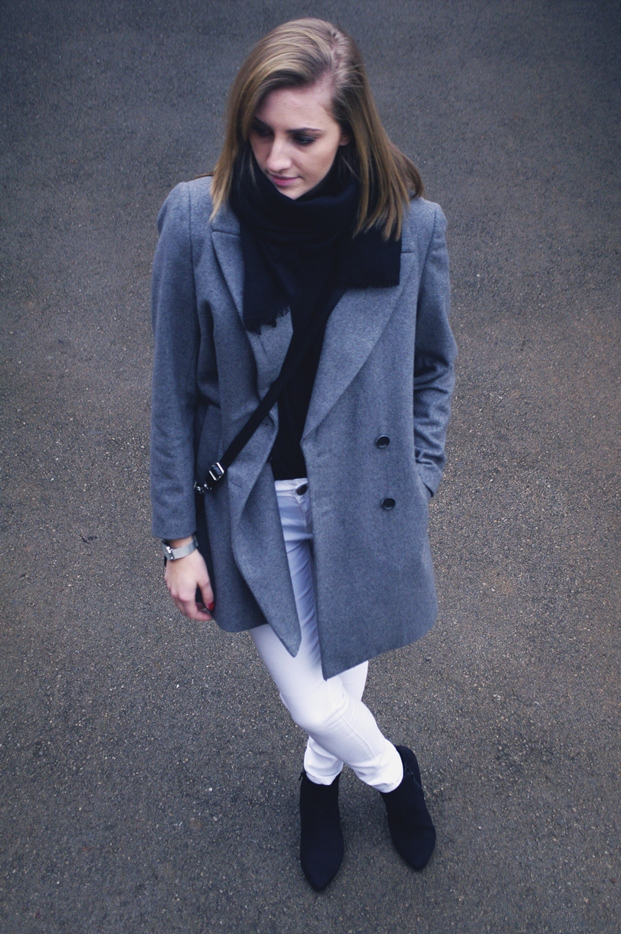 white pants outfit, minimalistic style, minimal outfit, blogger, grey boyfriend coat