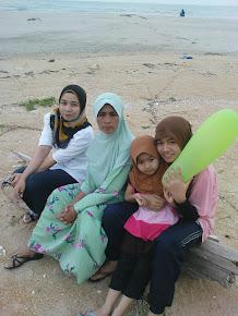family yang chumelll...kakak, mak n adek2..