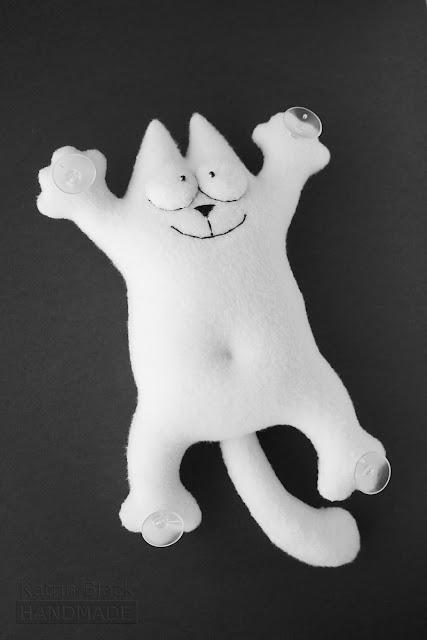 Кот Саймона - игрушка на присосках в машину. Купить.