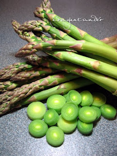 green-asparagus-and-sliced-leek