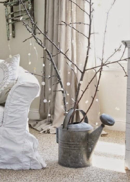 Arboles de navidad hechos con ramas secas