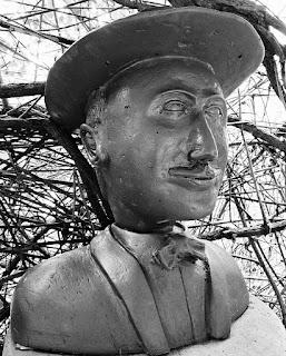 Busto de Fernando Pessoa: poeta português.